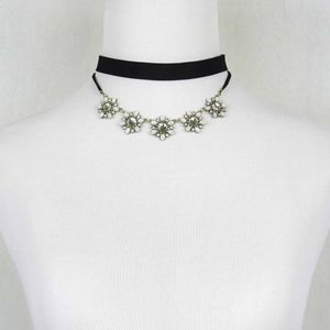 Jewelry - Two in one choker with flower neckless